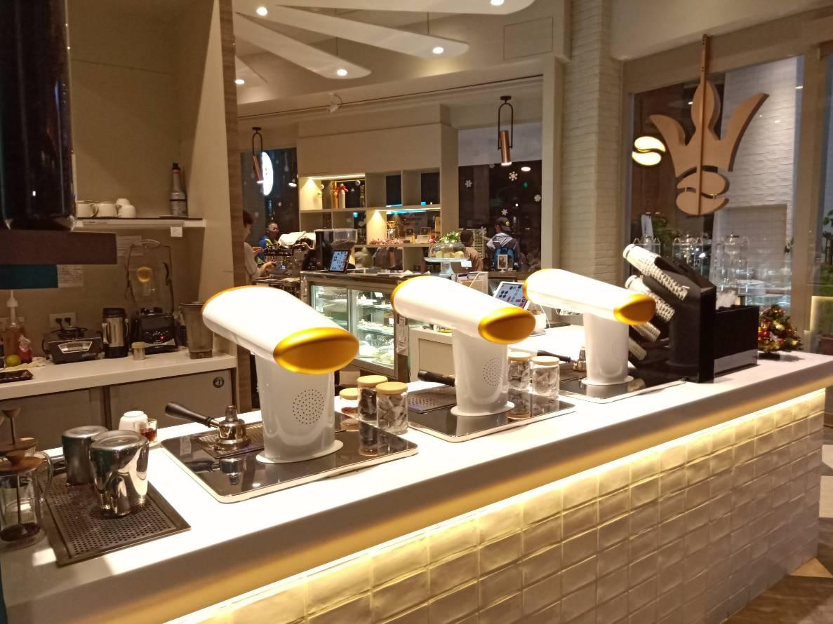 約會地點.白色高質感的咖啡旗艦店